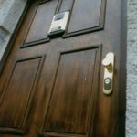 Bezpečnostní historické dveře s obloženou bezpečnostní zárubní