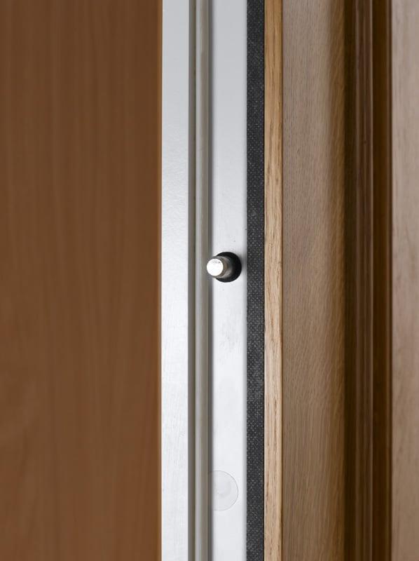 Bezpečnostní dveřní zamykací čep